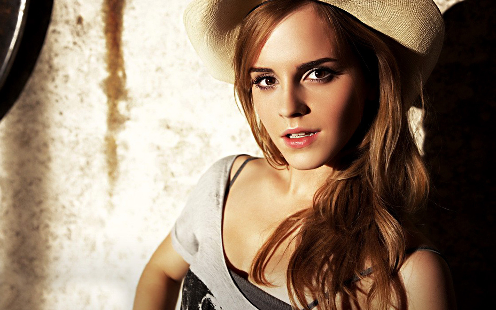 Emma-Watson-HD-Images-Free-download-latest-Emma-Watson-HD-Images-for-Computer-Mobile-iPhone-iPa-wallpaper-wp3605365