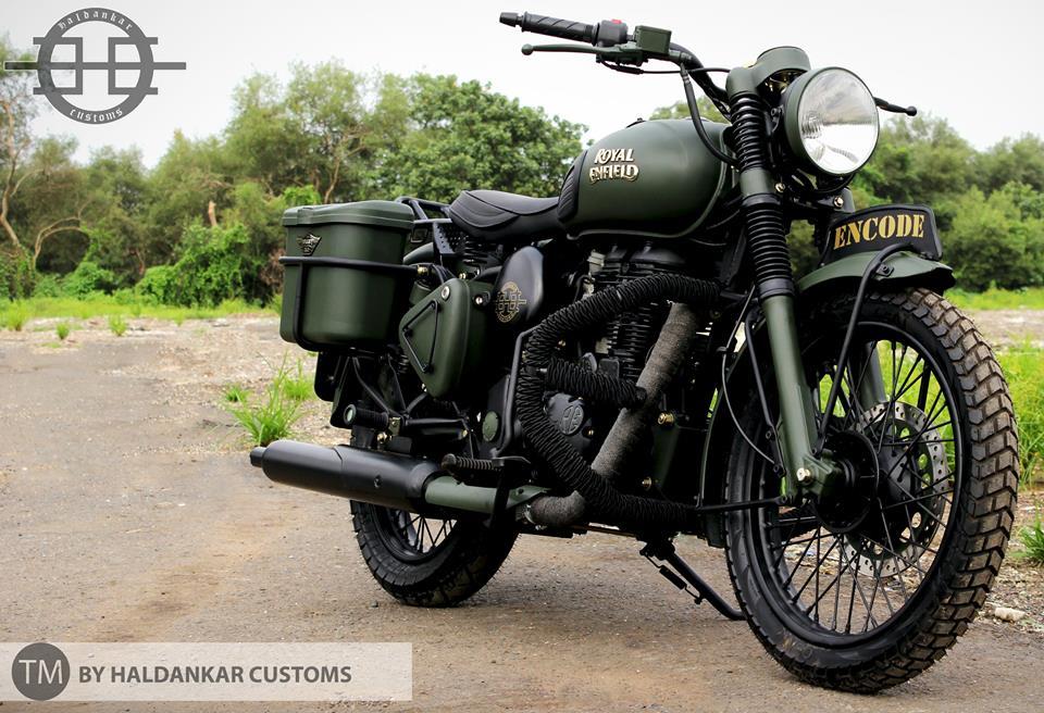 Encode-Beautifully-painted-Military-Green-Royal-Enfield-Classic-CC-com-wallpaper-wp4806206