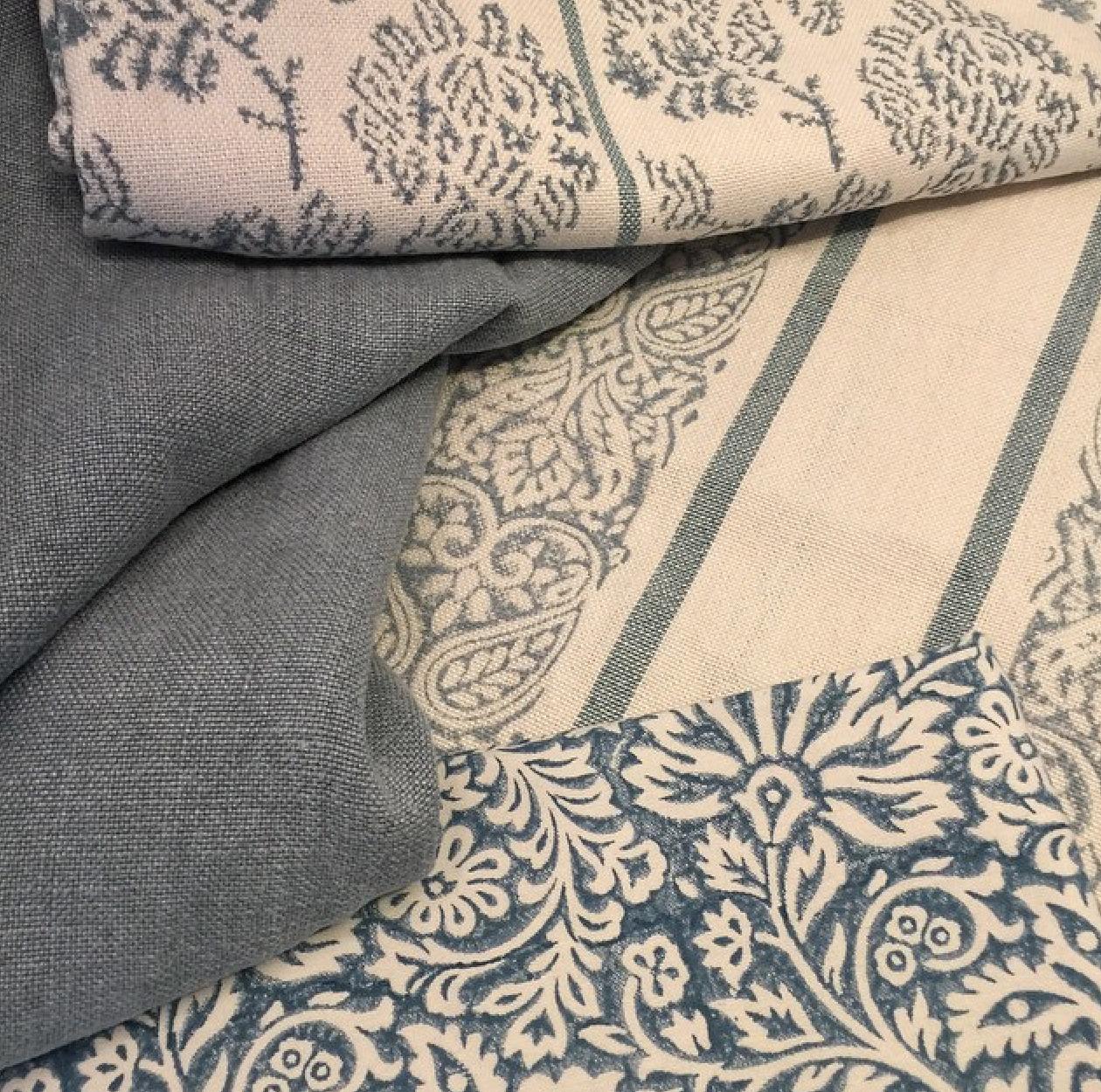 Fabrics-from-the-Artisan-Collection-by-GP-J-Baker-stiltyger-wallpaper-wp5805507