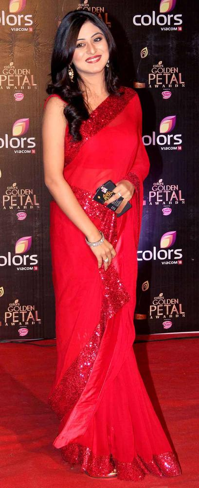 Falak-Naaz-at-the-third-edition-of-the-Colors-Golden-Petal-Awards-wallpaper-wp5206335