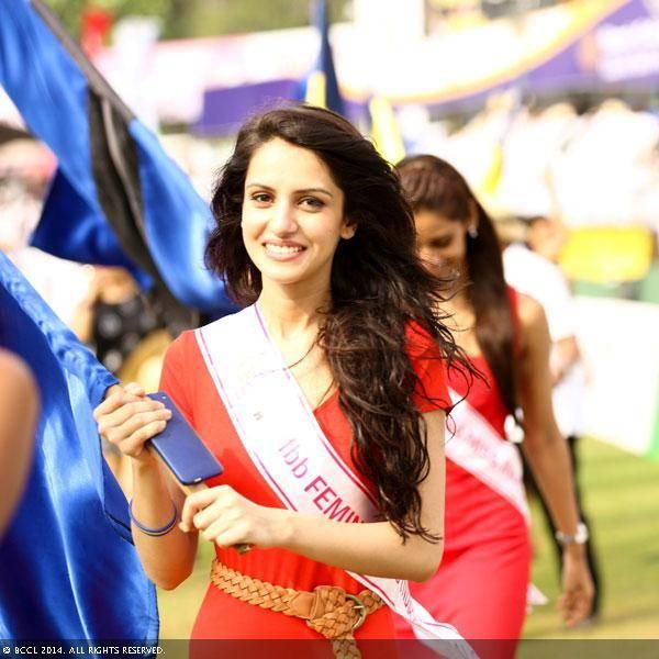Fbb-femina-Miss-India-finalist-Koyal-Rana-gets-candid-as-she-waves-the-flag-wallpaper-wp5206480