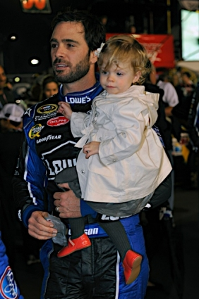 Feb-Daytona-Jimmie-Johnson-and-daughter-wallpaper-wp3005591