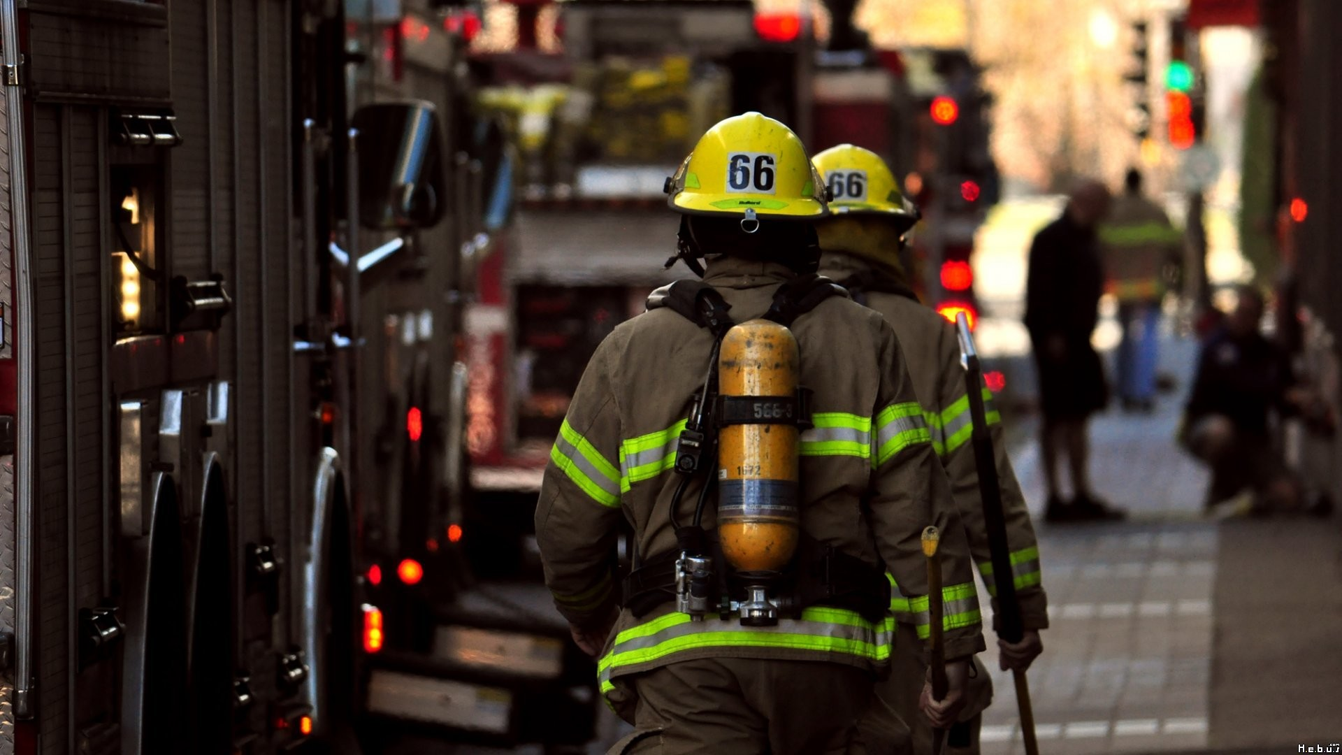 Firefighter-Streets-Urban-Fireman-wallpaper-wp3405549