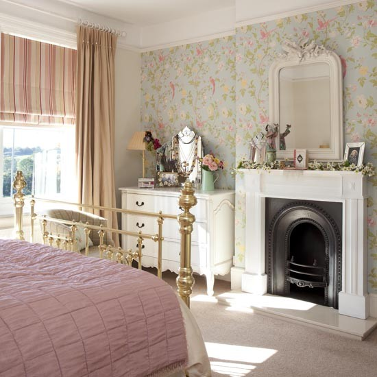 Floral-and-checks-country-bedroom-Country-bedrooms-of-the-best-housetohome-co-uk-wallpaper-wp5206580