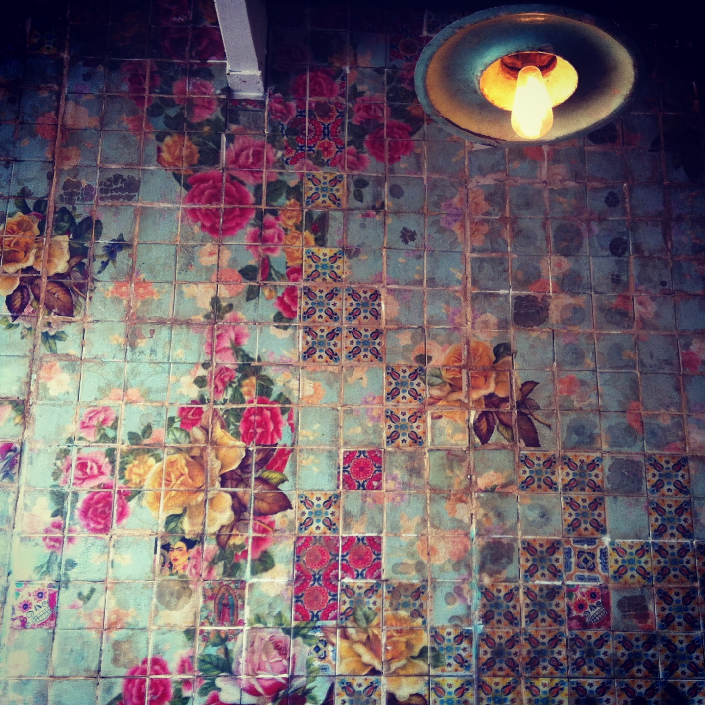 Floral-tile-pattern-not-sure-it-is-in-the-kitchen-or-bathroom-but-it-is-lovely-wallpaper-wp5206584
