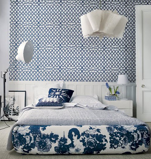 Fun-bedroom-for-young-single-adult-Love-the-wallpaper-Squiggle-wallpaper-in-blue-and-white-Vivie-wallpaper-wp4806676