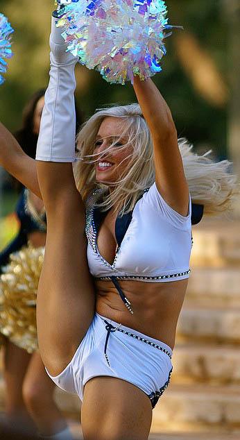 Great-Kick-NFL-Cheerleaders-are-Gorgeous-wallpaper-wp4407589