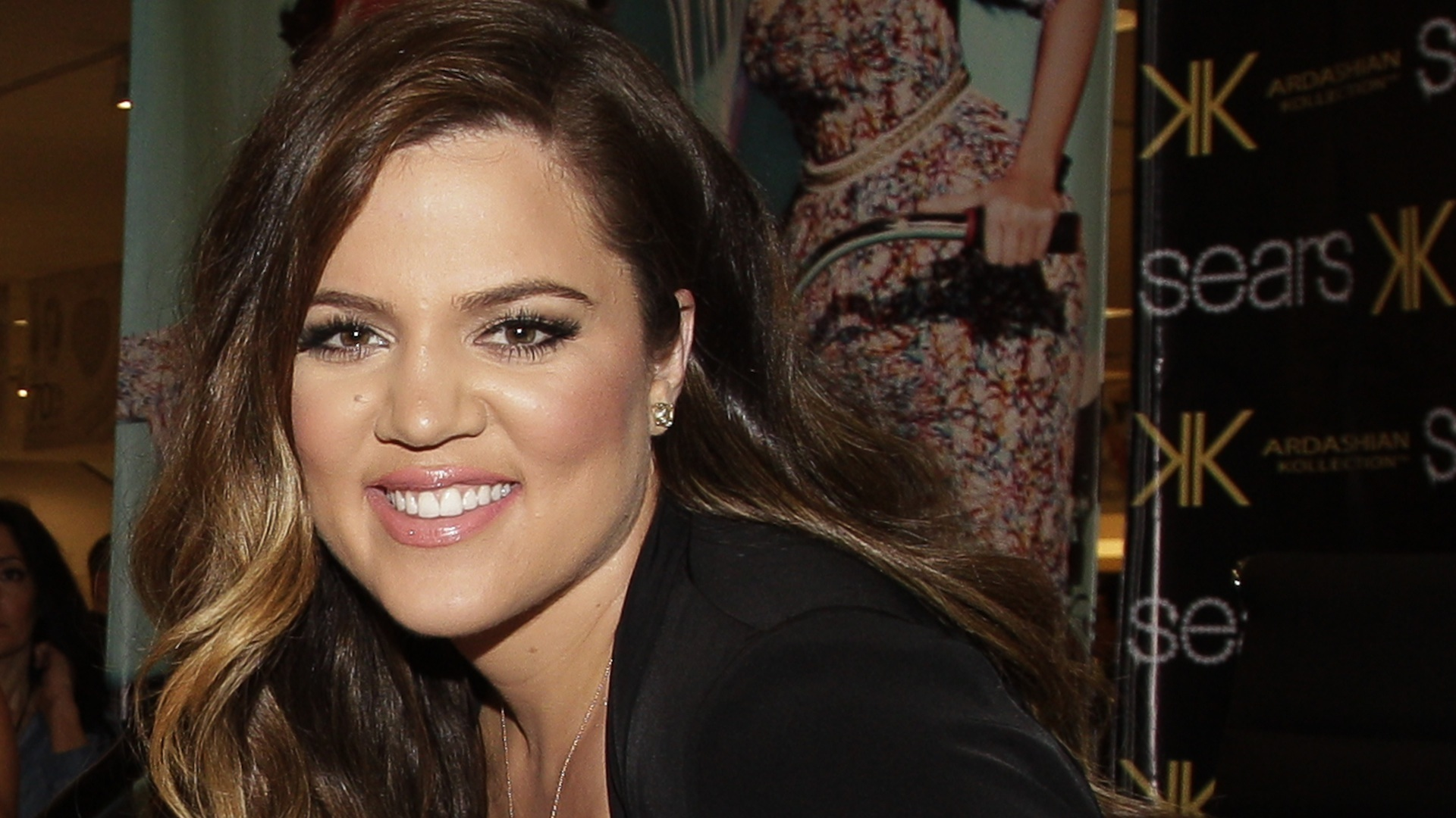 HOUSTON-MAY-Khloe-Kardashian-Odom-signs-autographs-for-fans-during-a-Sears-In-Store-Appearanc-wallpaper-wp3406960
