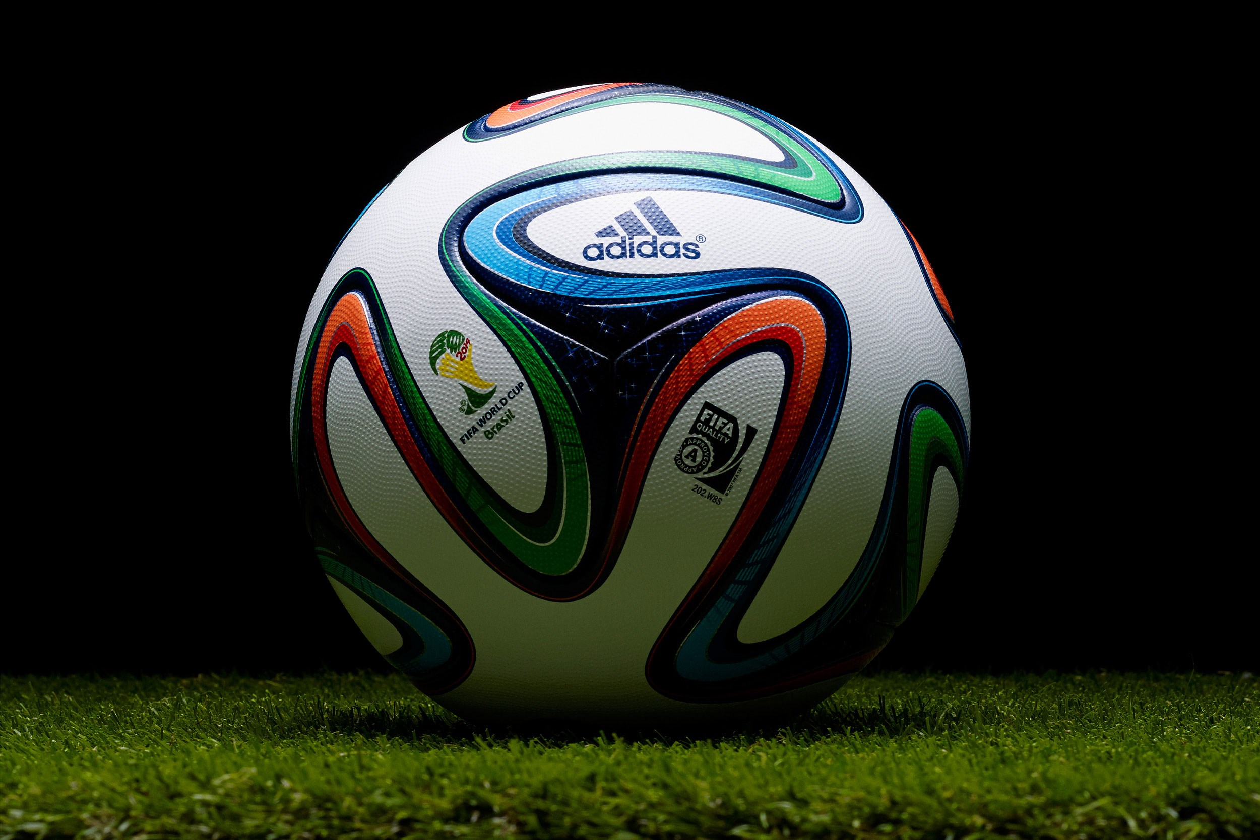 HQ-Definition-Desktop-soccer-ball-image-wallpaper-wp3401137