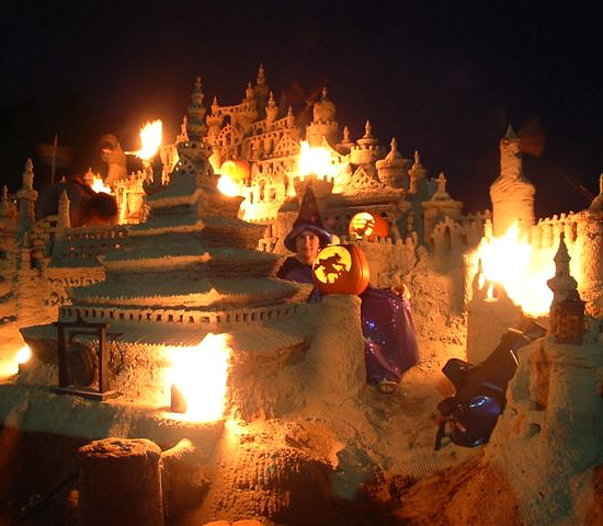 Halloween-sand-castle-with-Jack-O-Lanterns-and-other-incredible-sand-creations-http-beachblissliv-wallpaper-wp3006415