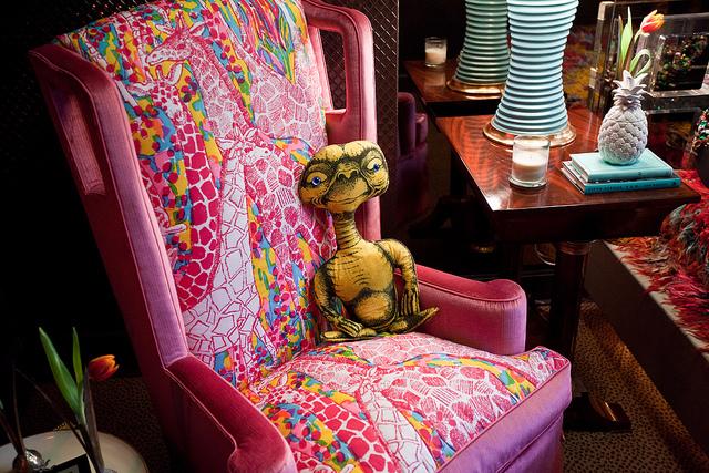 Harry-Heissmann-Inc-Room-by-ken-quail-via-Flickr-Using-a-vintage-Lilly-caftan-as-upholstery-wallpaper-wp4407778