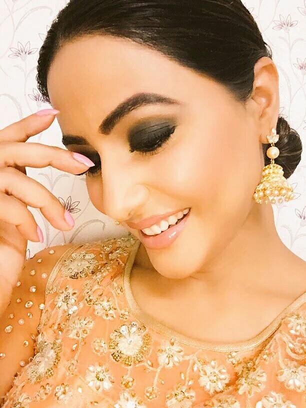 Hina-Khan-Akshara-million-pound-smile-wallpaper-wp5207489