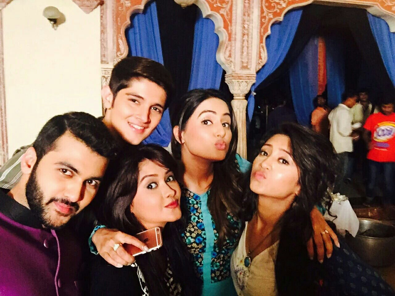 Hina-Khan-Akshara-selfie-wallpaper-wp5207491