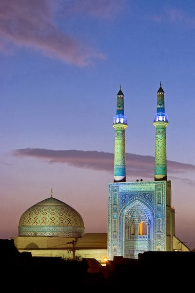 Jameh-Mosque-Yazd-Iran-Yazd-Mosque-style-and-has-a-porch-in-the-desert-over-years-and-three-wallpaper-wp6004236