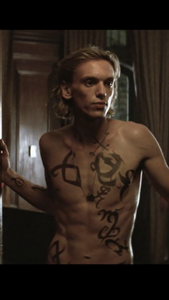 Jamie-Campbell-Bower-as-Jace-Wayland-in-The-Mortal-Instruments-City-of-Bones-iphone-wallpaper-wp5208104