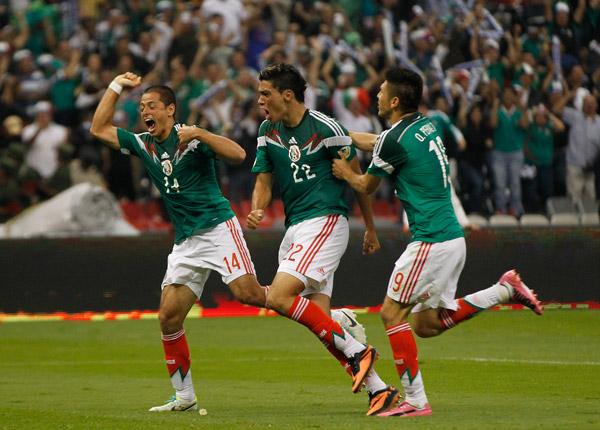 "Javier-""Chicharito""-Hernandez-Giovani-dos-Santos-Oribe-Peralta-and-captain-Rafa-Marquez-headli-wallpaper-wp4607374-1"
