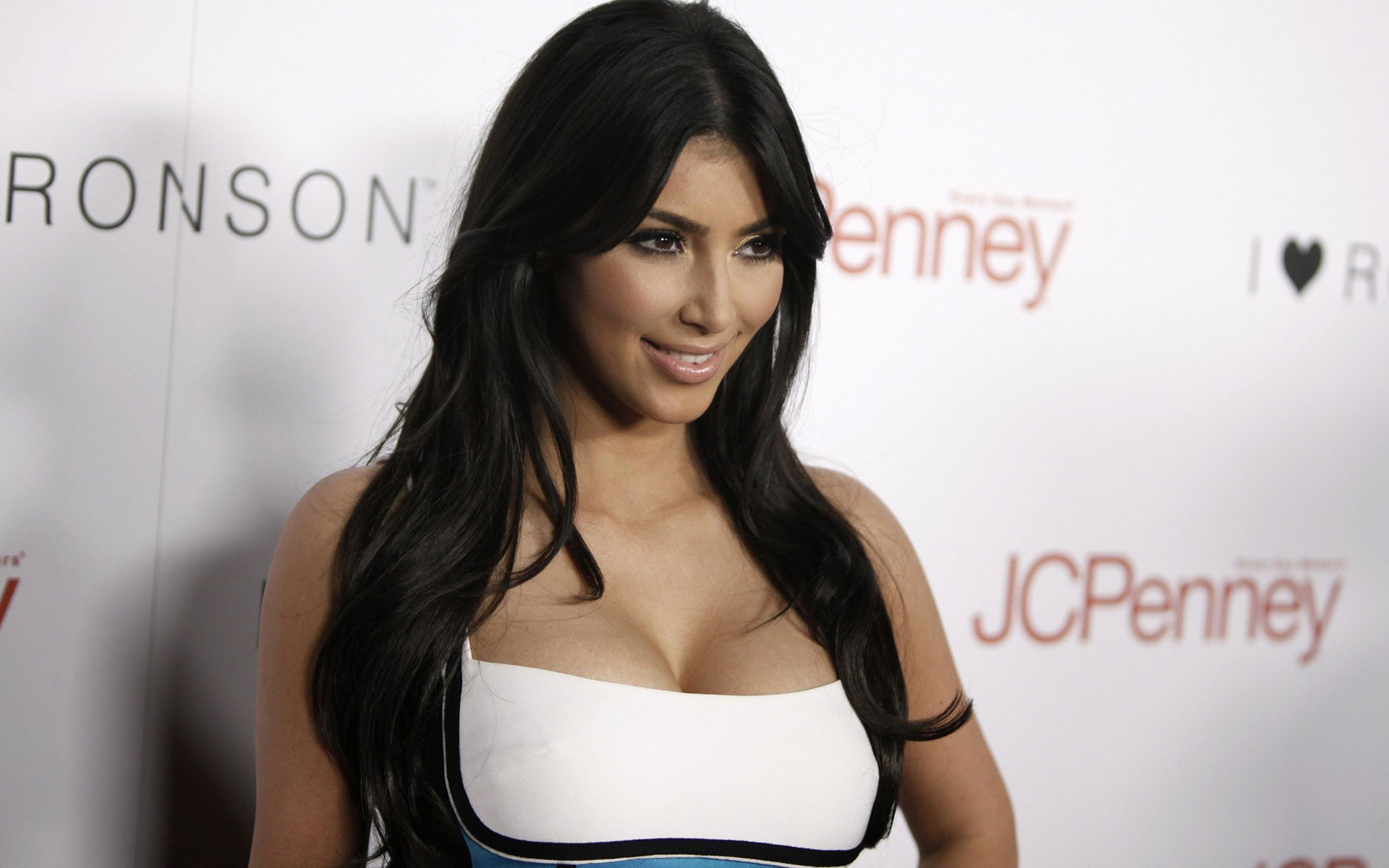 Kim-Kardashian-for-iPhone-×768-Kim-Kardashian-Picture-wallpaper-wp340274