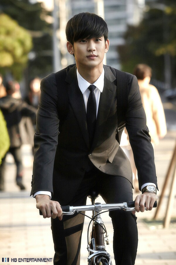 Kim-Soo-Hyun-Handsome-while-filming-wallpaper-wp5606224