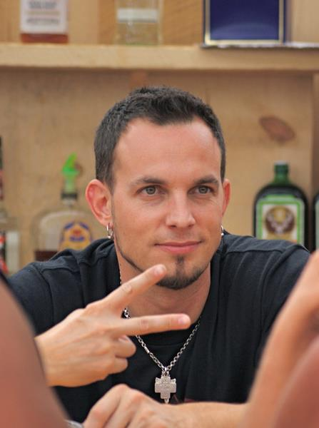 Mark-Tremonti-fiu-fiu-wallpaper-wp50010132