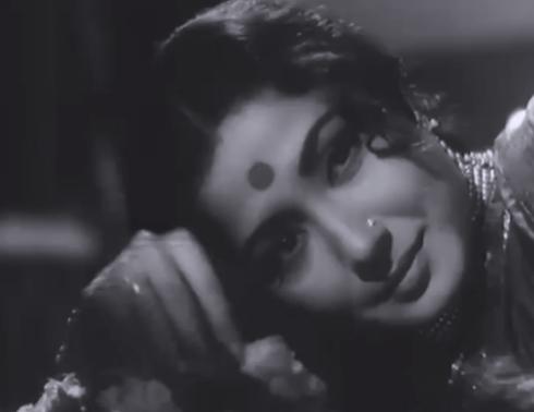 Meena-Kumari-as-Chhoti-Bahu-tragically-turns-to-alcoholism-in-Sahib-Bibi-aur-Ghulam-wallpaper-wp4608188-1