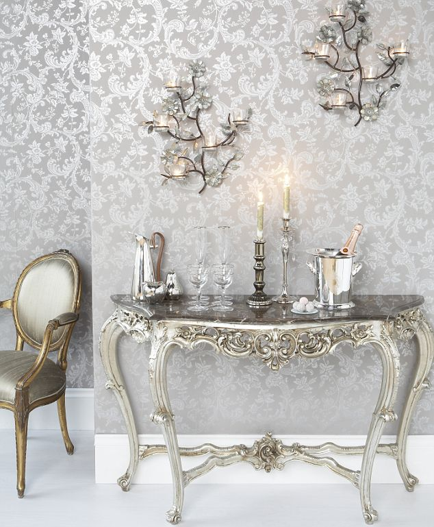 Metallic-moods-The-latest-catwalk-trends-translate-into-to-die-for-decor-wallpaper-wp3008505