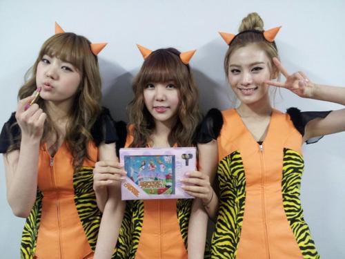 Orange-Caramel-wallpaper-wp4401836