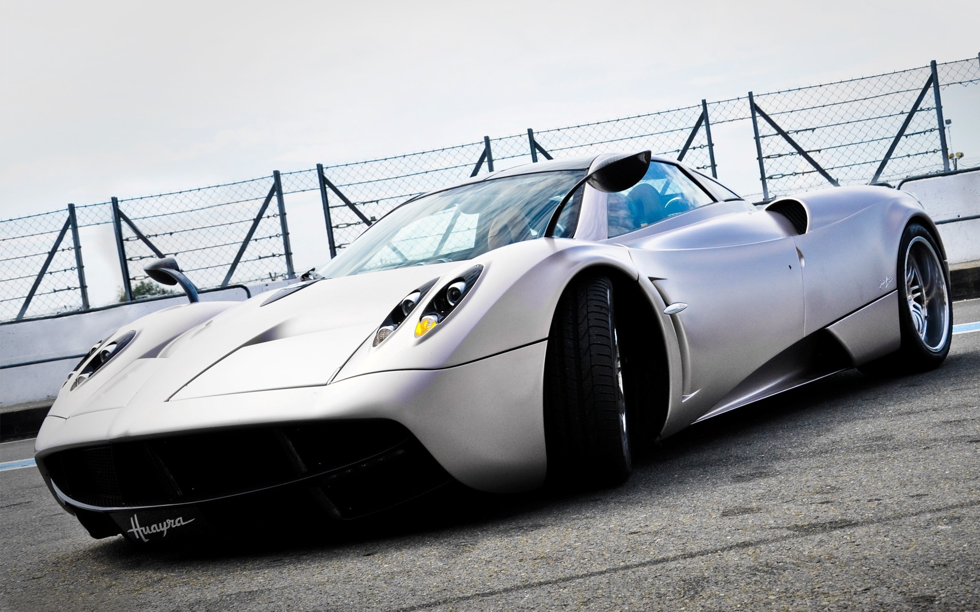 Pagani-car-wallpaper-wp421289-1