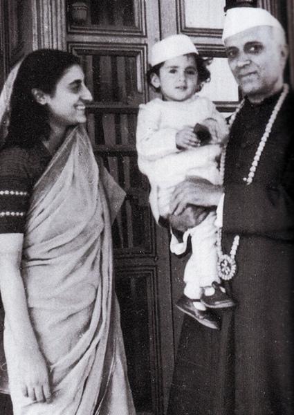 Pandit-Neharu-Indira-Gandhi-Rajiv-Gandhi-wallpaper-wp4608999