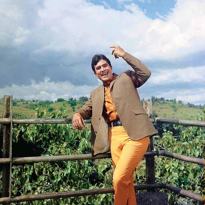 Rajesh-Khanna-We-just-love-his-smile-Bollywood-wallpaper-wp4609472