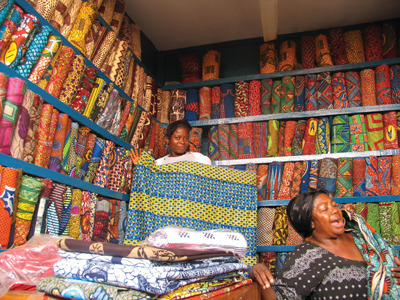 Shop-in-Ghana-selling-factory-printed-textiles-wallpaper-wp429082