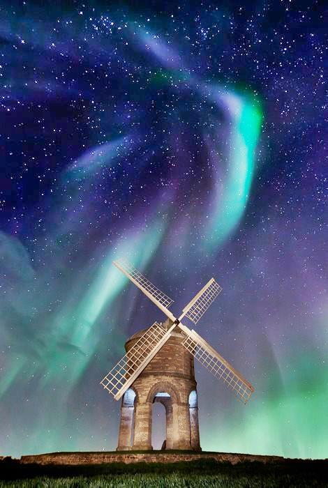 Simple-stone-windmill-under-the-Northern-Lights-Photographer-or-artist-unknown-Feel-free-to-commen-wallpaper-wp46010014-1
