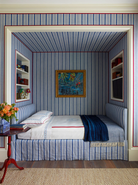 Stripes-in-an-alcove-bed-Katie-Ridder-wallpaper-wp5809781-1