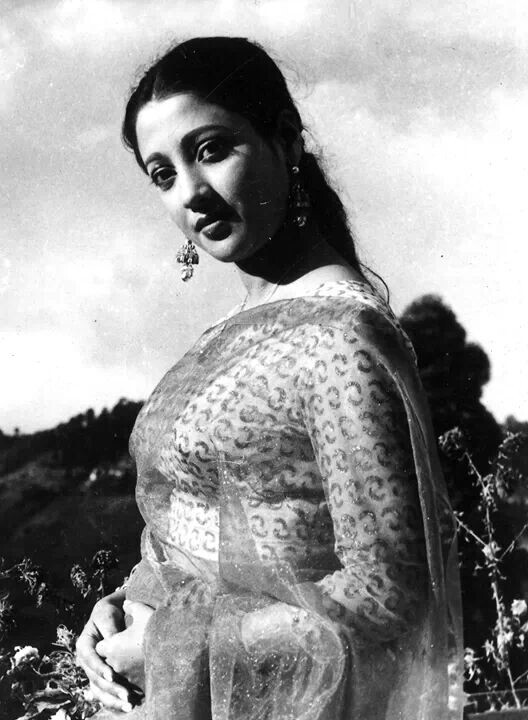 Suchitra-Sen-all-time-Sweetheart-of-Bengali-movies-dies-today-wallpaper-wp429424