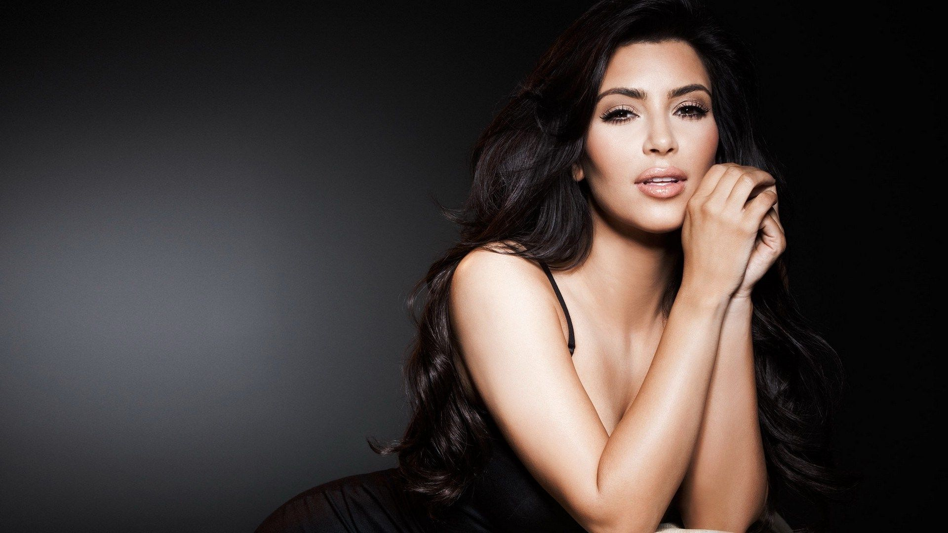Thank-you-Kim-Kardashian-for-showing-us-how-we-re-doing-it-wrong-wallpaper-wp34011286