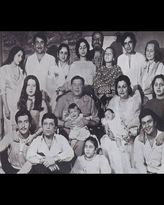The-entire-Kapoor-family-was-snapped-together-Seen-here-are-Raj-Kapoor-and-Krishna-Raj-Kapoor-with-wallpaper-wp50012815