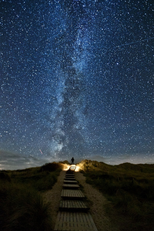 There's-this-place-in-Ireland-where-every-years-the-stars-line-up-with-this-trail-on-June-th-wallpaper-wp429904