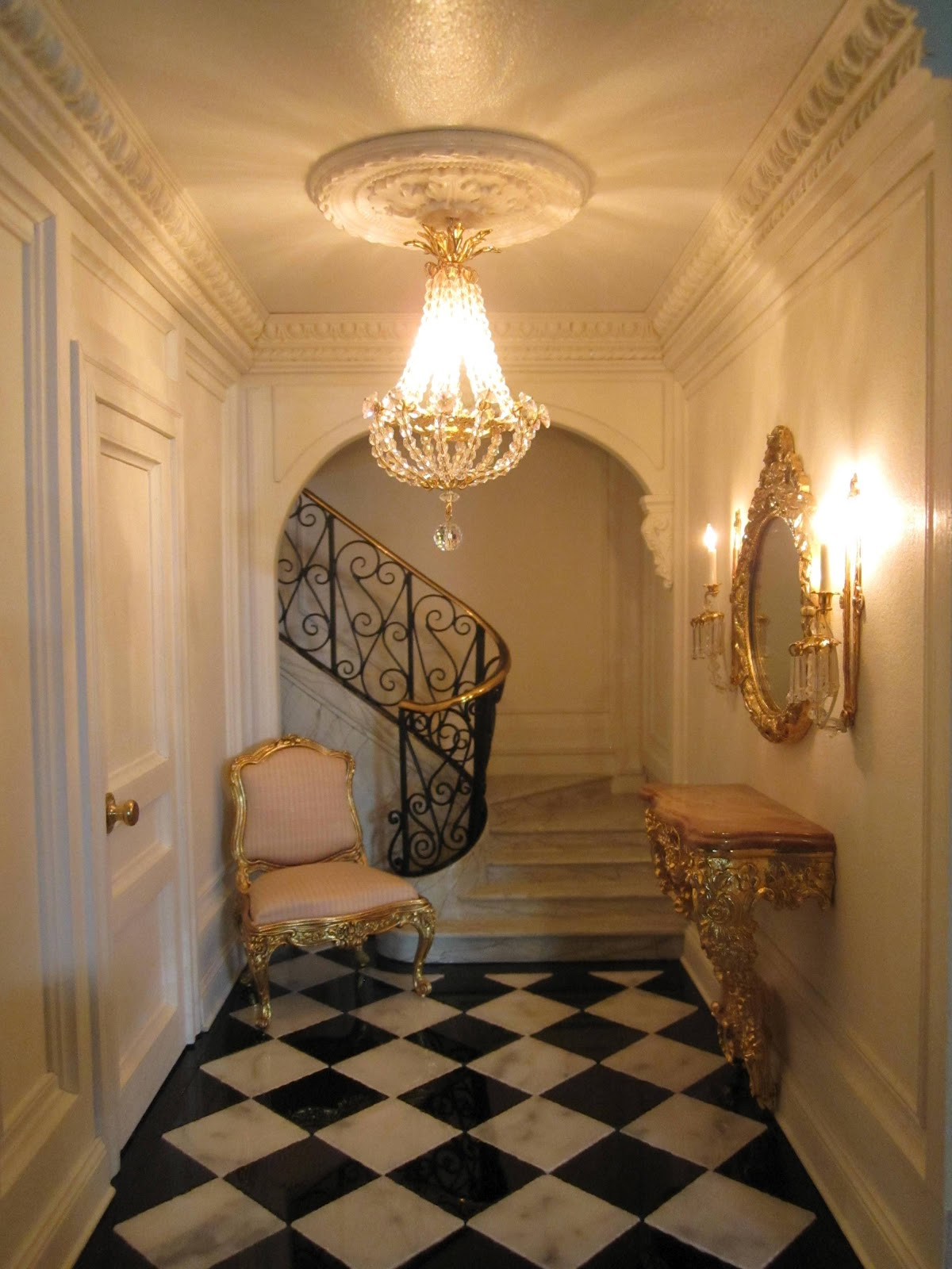 This-looks-so-luxe-Petit-Tresor-entrance-hall-wallpaper-wp5004077