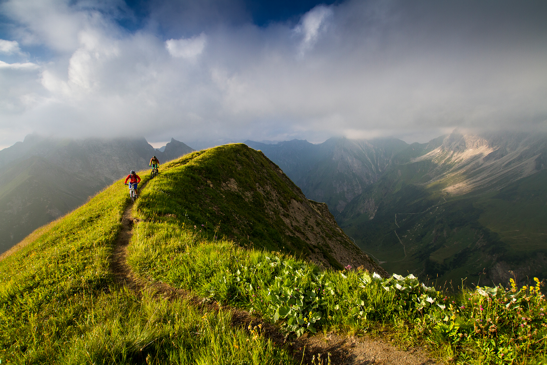 VAUDE-Visions-Wallpapers-for-free-Bastian-Morell-MTBiking-Allgaue-Alps-wallpaper-wp48011700
