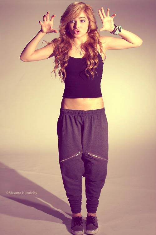 WANT-THOSE-SWEATS-oh-I-know-who-that-girl-is-She-is-a-dancer-from-a-group-called-wallpaper-wp30012040