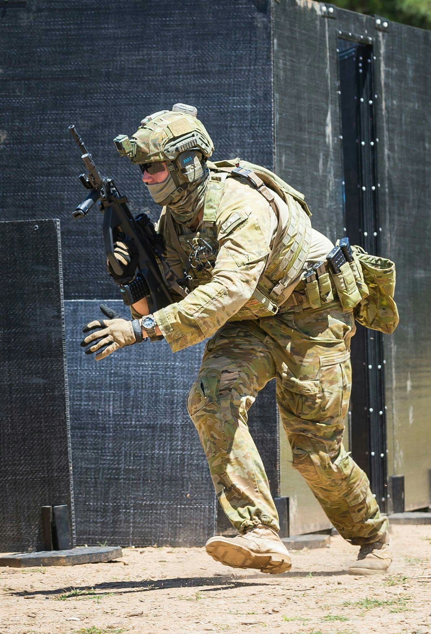 an-Australian-infantry-soldier-from-Brigade-engaged-in-live-fire-training-in-an-urban-environment-wallpaper-wp5004499
