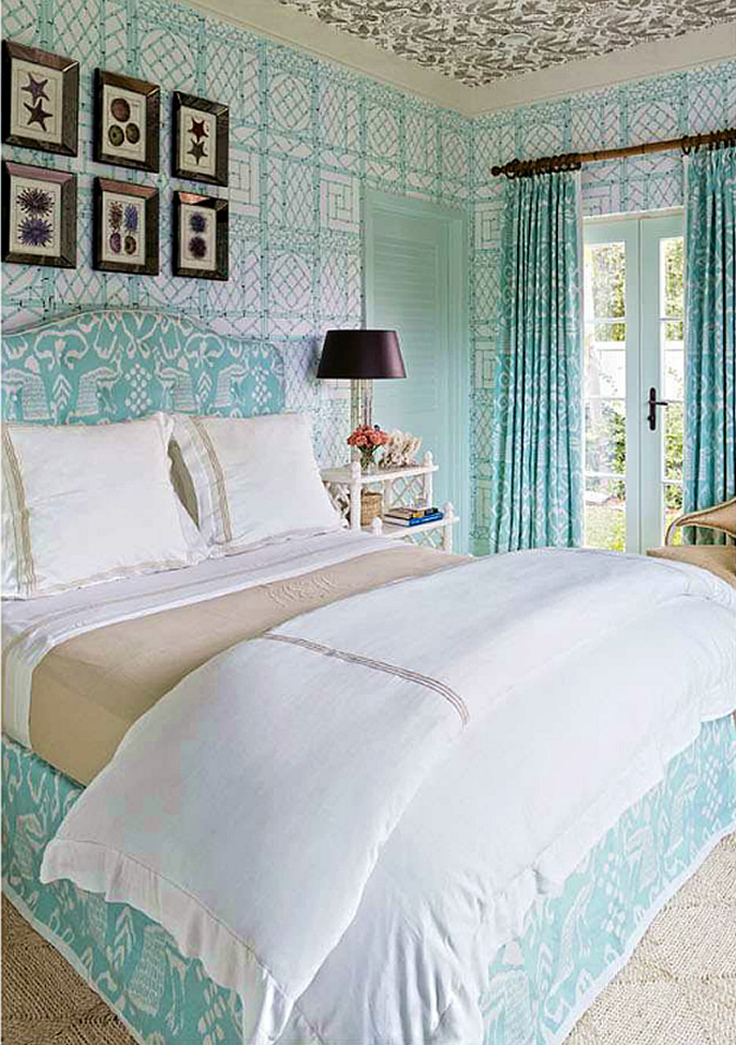 architectural-digest-China-Seas-Bali-II-bed-and-Trellis-Background-Desi-wallpaper-wp5004745