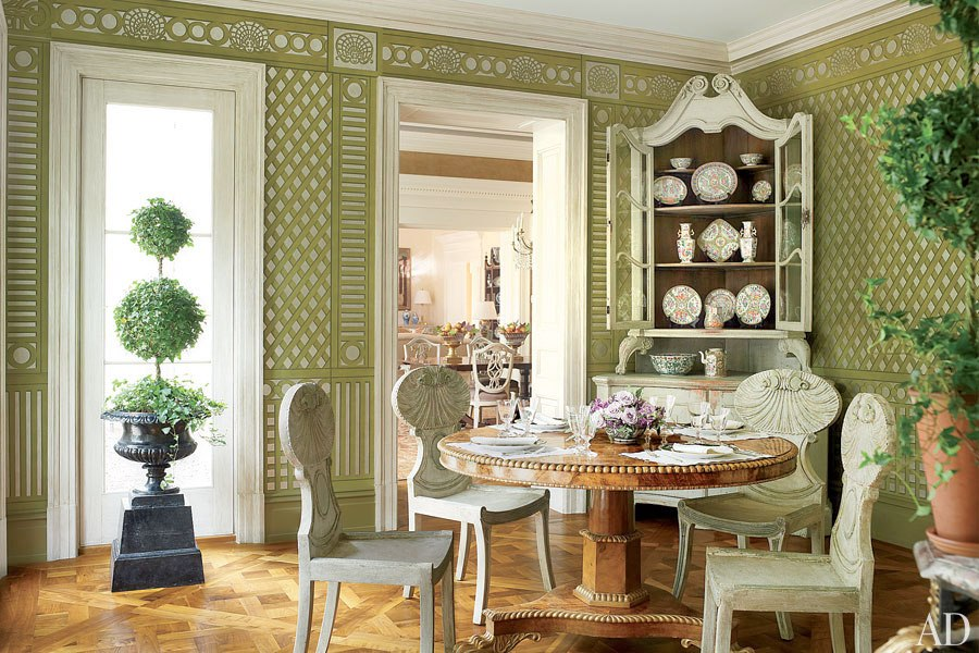 architectural-digest-Hand-painted-trellis-in-the-sunroom-with-antique-furnitur-wallpaper-wp5004749