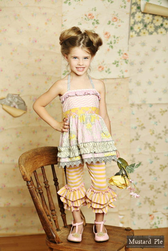 awesome-photo-backdrop-with-vintage-photo-board-idea-photography-Mustard-Pie-Clothing-wallpaper-wp60077