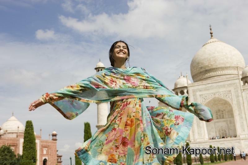 bdfdadfa-sonam-kapoor-asian-fashion-wallpaper-wp5003411
