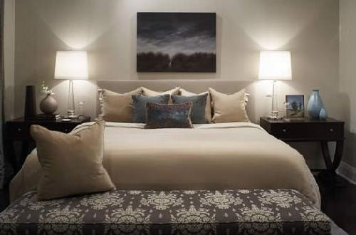 bedrooms-gl-column-lamps-gray-headboard-beige-blue-purple-pillows-espresso-nightstands-blue-bla-wallpaper-wp4405015