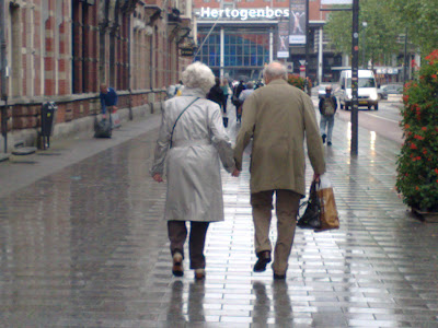 couple-holding-hands-wallpaper-wp5205402