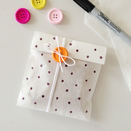 cute-button-packaging-wallpaper-wp4605082