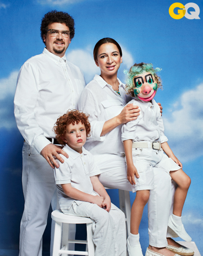 danny-mcbride-and-maya-rudolph-recreate-awkward-family-photos-for-GQ-wallpaper-wp4406272