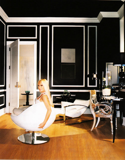 donatella-versace-at-home-wallpaper-wp5205924