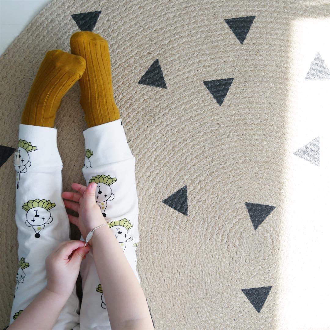 ferm-LIVING-jute-carpet-black-triangles-https-www-fermliving-com-search-aspx-qjute-wallpaper-wp5007401